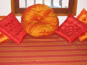 coussins tapissier decorateur saint lieux les lavaur atelier d 39 elodie toulouse elodie mann. Black Bedroom Furniture Sets. Home Design Ideas